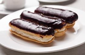 Vaníliás, csokis Ekler-fánk