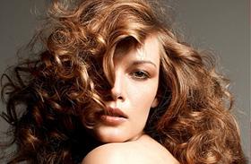 A legnőiesebb hosszú frizurák - Neked melyik áll jól?