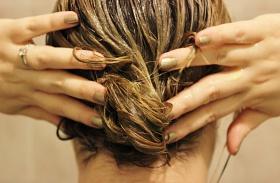 Méz- és kókuszolaj-hajpakolás töredezés, hullás ellen