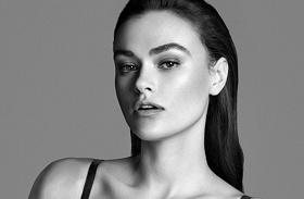 Myla Dalbesio, a Calvin Klein molett modellje