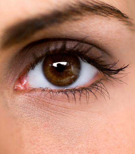A gyönyörű, ráncmentes szemek titka