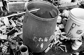 900-an mentek önként a halálba - A Népek Temploma szekta tragikus vége