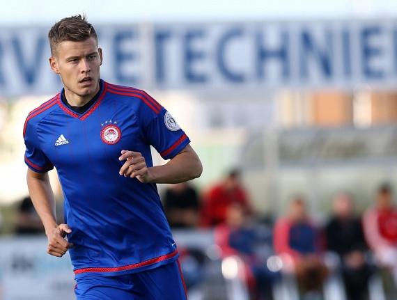 Alfred Finnbogason az FC Augsburg támadója, amikor nem a válogatottban játszik. Szögletes állával és szabályos vonásaival a nők kedvence.