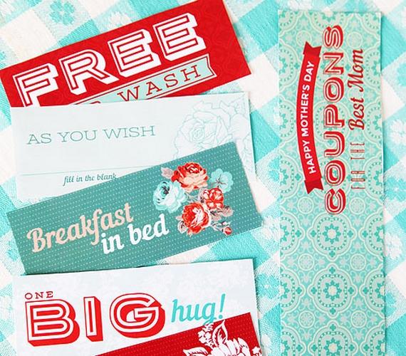 Ajándékozz kuponokat, amiket anyukád később beválthat nálad, legyen az akár egy mosogatás, akár reggeli az ágyban, akár egy nagy ölelés, a lényeg, hogy légy kreatív. Nyomtathatsz kártyákat, de kézzel is elkészítheted őket.