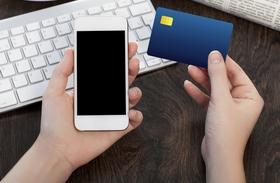 Bankkártya és telefon