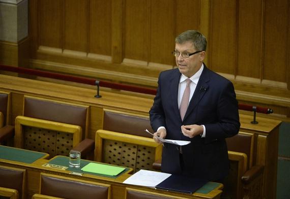 Az országgyűlés új módosítással állt elő a Magyar Nemzeti Bankról szóló törvény kapcsán. A jövőben már csak azokat az adatokat tarthatják titokban, amik veszélyeztetnék a társaságok versenyképességét.