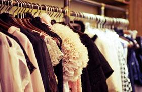 Jótékonyság, megunt ruhák