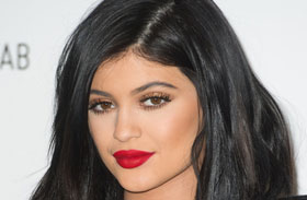 Kylie Jenner plasztikái