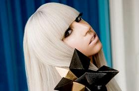 10 hónap után véget ért! Ezért szakított Lady Gaga dögös pasijával