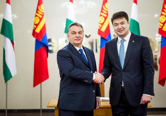 A mongol kormányfő így fogadta Orbán Viktort az ulánbátori kormánypalotában. Orbán Facebook-oldala szerint -32 fok volt az érkezésekor. Itt nézheted meg az erről készült videót!