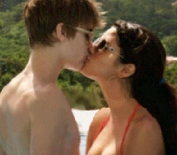 Ezt a régi fotót osztotta meg Justin Bieber, és az Érzelmek címet adta neki. A képen egykori barátnőjével, Selena Gomezzel csókolózik.
