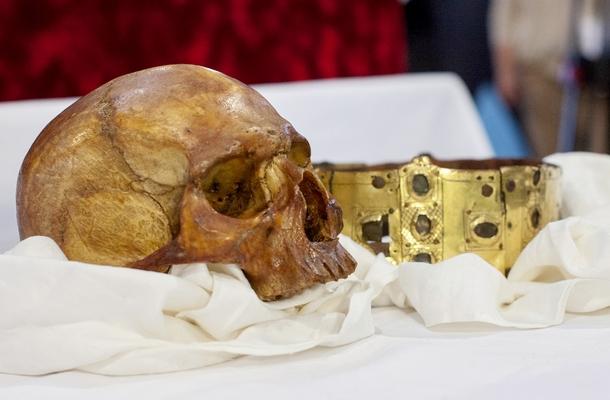 Szent Erik koponyája és koronája