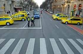 Taxisok demonstrálnak
