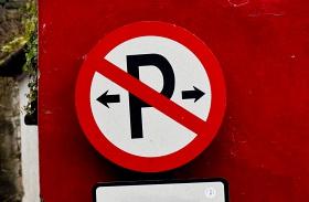 Tilosban parkolás, elszállítás