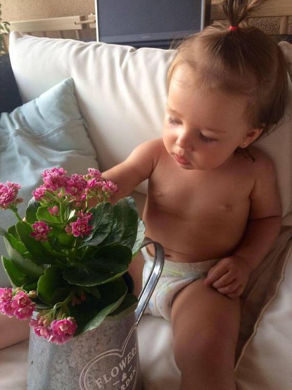 Priskin Tamás kislánya, Lia igazi apró hercegnő.