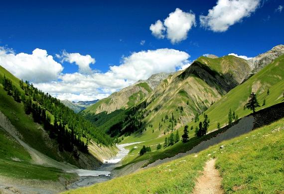 A svájci Alpokat is elérte a globális felmelegedés: a gleccserek folyamatosan zsugorodnak, és a szakértők szerint a négyezer méter alatt húzódó gleccserek már egy évtizeden belül teljesen eltűnhetnek.
