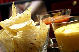 Zsíros, foltos, fakó arcbőr: ezek az ételek okozhatják