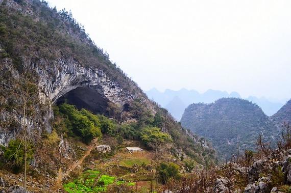 Zhongdong 1800 méterrel a tengerszint felett fekszik, így nemcsak a távolság miatt nehéz megközelíteni, hanem a terepviszonyok sem könnyűek.