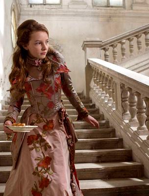 A kastély lépcsői ugyanebben a filmben