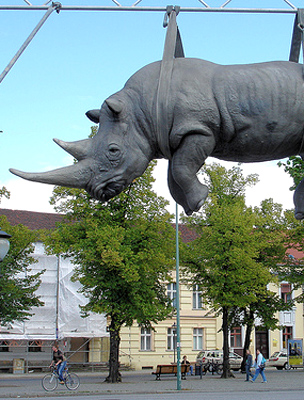 Furcsa szobor a Luisenplatzon
