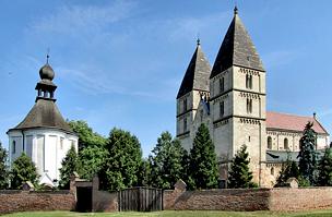 A templom ikertornyai