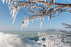 Képek a fagyos Balatonról