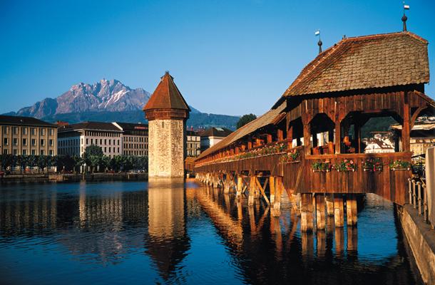 Lucern védjegye: a Kapellbrücke és a Víztorony