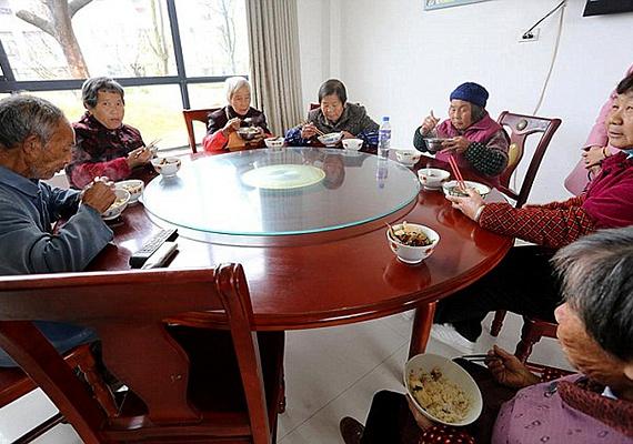 A nagylelkű ajándékért mindannyian hálásak. Többen megjegyezték, hogyXiong Shuihua éppen olyan nagyszerű ember, mint amilyenek a szülei voltak.