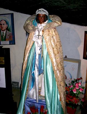 Szent Sára szobra