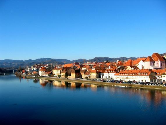 Dráva-menti kisvárosA városnéző kirándulások kedvelőinek egy újabb gyöngyszemet jelenthet Maribor, melyet méltán neveznek Szlovénia második fővárosának, hiszen Ljubljanához hasonlóan fontos kulturális és gazdasági centrum. A Dráva-parti város az osztrák határ közelében fekszik, így meghatározó képében a történelmi Stájerország hatása.