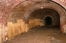 Titkos alagutak Magyarországon: naponta elsétálsz felettük