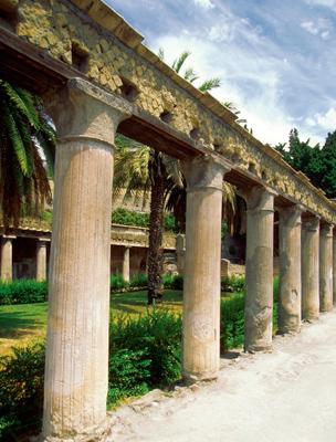 Az oszlopokat Pompejiről mintázták