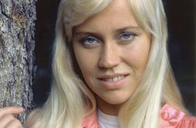 Az ABBA Agnethájának bikinis fotói