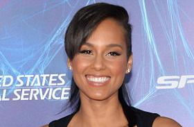 Alicia Keys bőrruhában