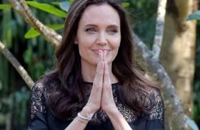 Angelina Jolie bogarakat főz