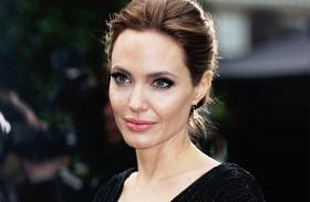 Angelina Jolie nagyon sovány