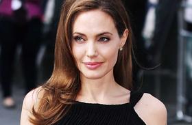 Angelina Jolie tetoválás