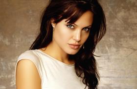 Angelina Jolie és Katalin hasonló ruhái