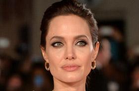Angelina Jolie Rendíthetetlen londoni premierjén