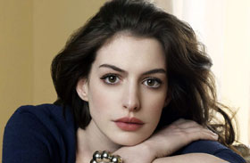 Anne Hathaway rövid szőke haj