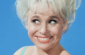 Barbara Windsor Folytassa sorozat sztárjai egykor és most