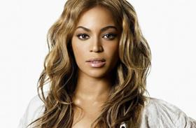 Beyoncé fehér bikiniben