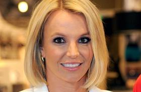 Britney Spears felső leszakadt színpad