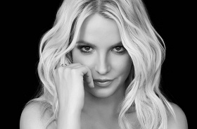 Britney Spears topless napozott
