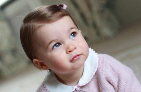 Charlotte hercegnő masnival
