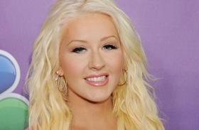 Christina Aguilera Voice virágos frizura