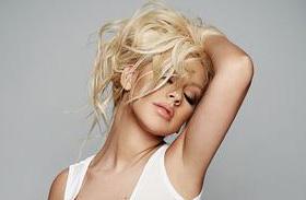 Christina Aguilera meztelen címlap