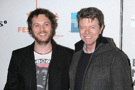 Az énekesnek egy fia is van: Duncan Jones filmrendező, aki már 44 éves. Az ő édesanyja Angela Bowie, a sztár első felesége.