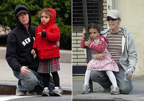 David Bowie szerelmesen imádta kislányát, még 60 felett is, amikor csak tehette, vele foglalkozott. Amikor megszületett Lexi, úgy döntött, hogy visszavonul, hogy minél több időt tölthessen vele.