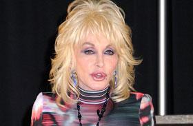 Dolly Parton 70 fölött dögös